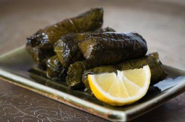 Gli involtini di foglie di vite, o dolmades: la ricetta facile