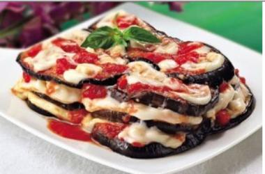 Tutto sulle melanzane alla parmigiana, la ricetta classica con gli ingredienti e anche una variante vegana