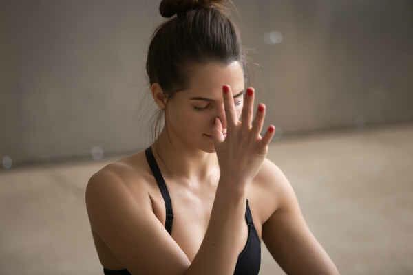 Esercizi di respirazione yoga pranayama
