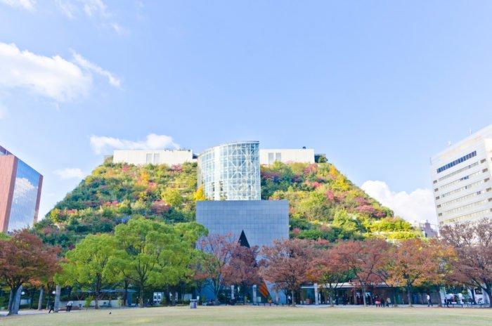 I migliori giardini urbani del mondo: i giardini pensili dell'ACROS