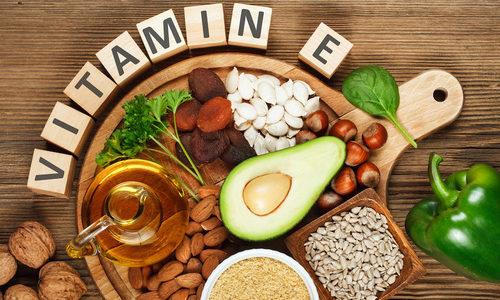 Vitamina E, perché è indispensabile e come assumerla con l'alimentazione