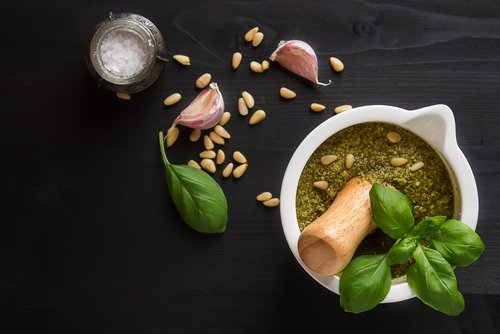 Photo of Guida alla preparazione del pesto alla genovese, dagli ingredienti alla scelta della pasta