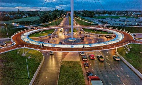 Photo of Un incrocio sopraelevato dedicato alle bici: in Olanda naturalmente