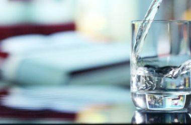 Acqua distillata: cos'è, a cosa serve e come farla in casa