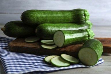 Photo of Come preparare lo strudel salato di zucchine e prosciutto crudo