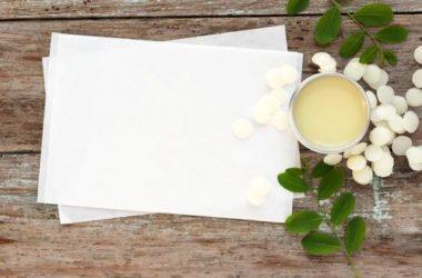 Come farsi una crema per labbra con ingredienti naturali