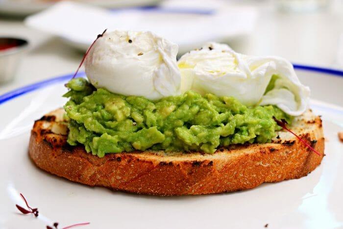 Ricetta del toast con avocado e uovo