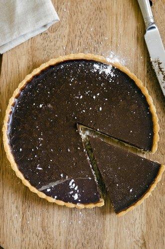 Ecco la crostata al cioccolato con la crema vegana.