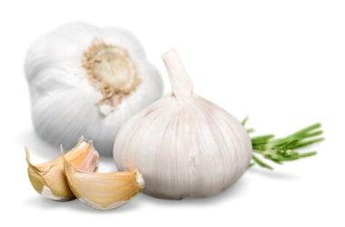 Tutto sull'aglio, proprietà, controindicazioni, benefici e ricette di cucina