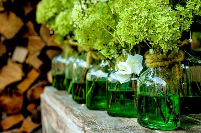 Pareti Con Bottiglie Di Vetro : Come riciclare bottiglie di vetro in modo creativo tuttogreen