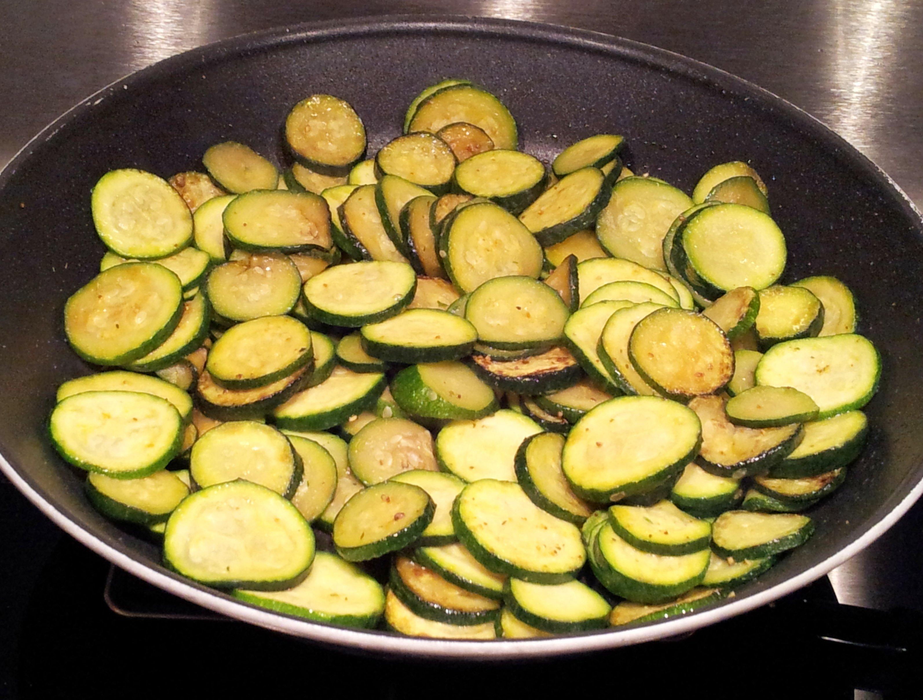 Photo of Tante ricette da provare per le zucchine trifolate, classica e al forno