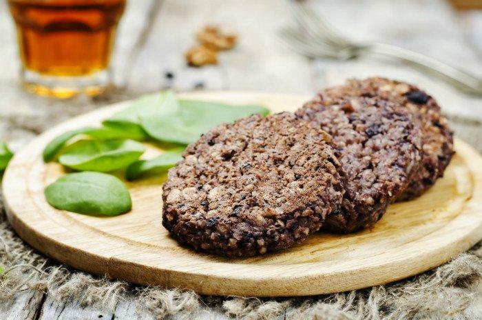Photo of Burger vegetali fatti in casa: ricetta con ceci e patate