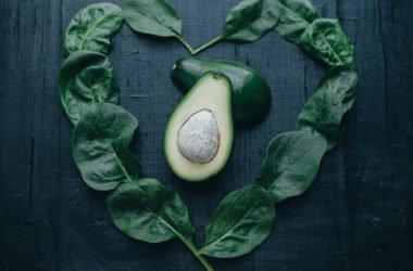 Le proprietà dell'avocado e le migliori ricette per portarlo in tavola