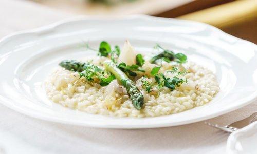 Photo of Risotto agli asparagi, la ricetta classica e quella vegan