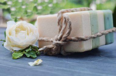 Come preparare il sapone fatto in casa all'olio di oliva con il metodo a caldo