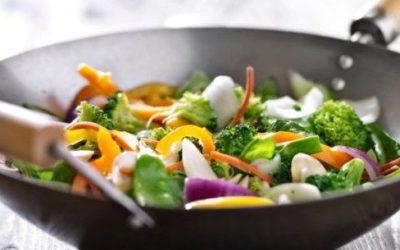 Wok: come cucinare con la padella di origine orientale
