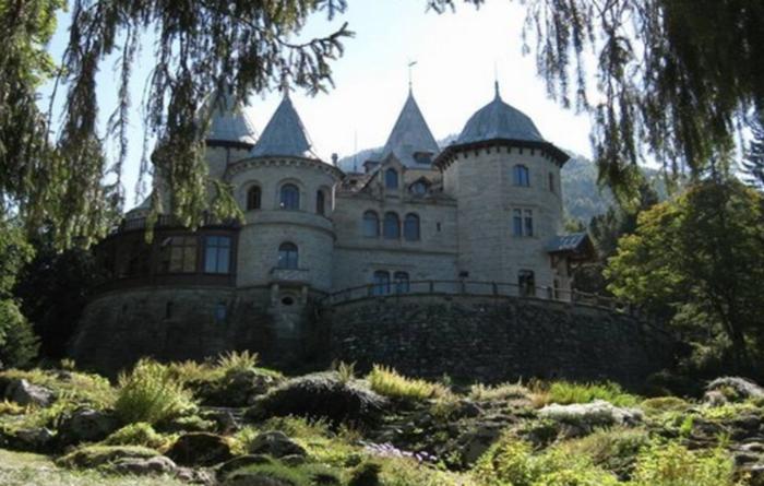 Giardini botanici in Valle d'Aosta: Parco del Castel Savoia a Gressoney
