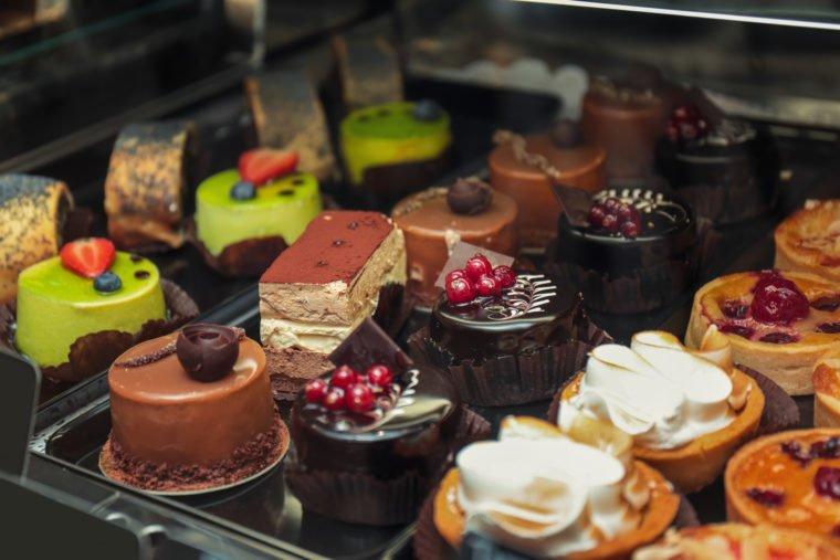 Photo of Glassa al cioccolato: la ricetta base e vegana per coprire tutte le torte