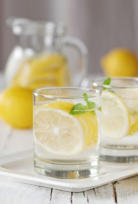 benefici di acqua e limone