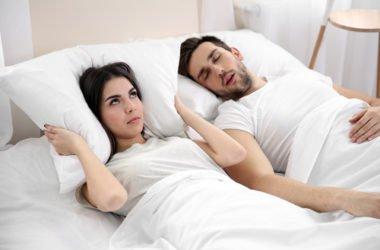 Buone abitudini e rimedi naturali per smettere di russare