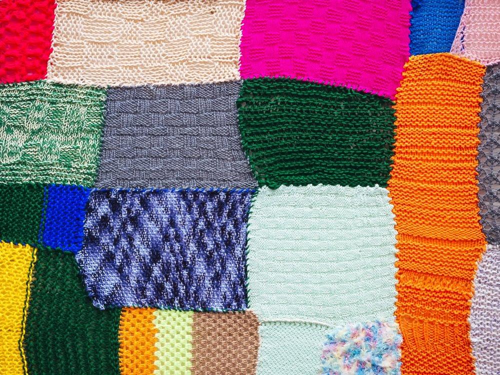 Photo of Le migliori idee per riciclare vecchi maglioni in modo creativo e ricavarne oggetti utili