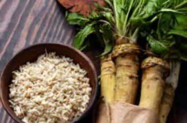 Benefici e utilizzi del rafano, dalla cui radice si ottiene la celebre salsa cren