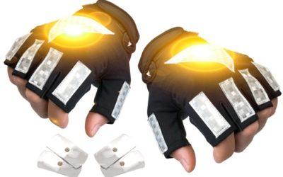 Arrivano i guanti-freccia per la sicurezza dei ciclisti