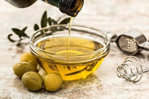 olio d'oliva per i capelli secchi