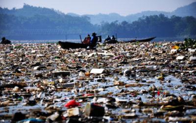 Il fiume più inquinato del mondo è pieno di immondizia