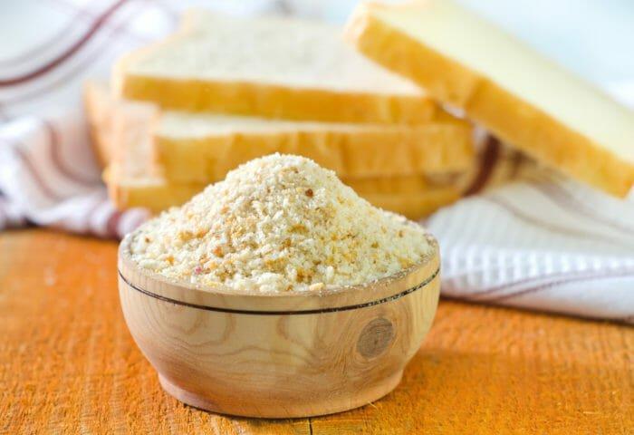 Eliminare le macchie di rossetto con le molliche di pane