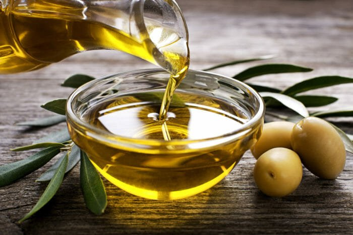 Pulire le tapparelle con l'olio di oliva