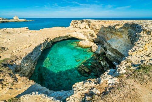 Le piscine naturali più belle: la grotta della Poesia, in Salento