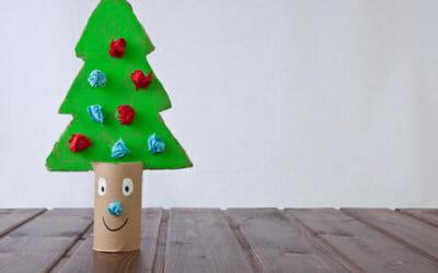 Come fare un albero di Natale con materiale riciclato
