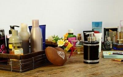 Come riciclare profumi vecchi rimasti aperti in modo creativo