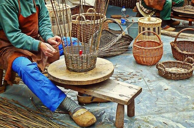 riciclare i cesti di vimini fatti a mano