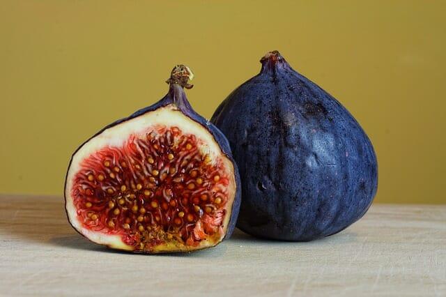 Photo of Il fico (ficus carica): la guida per conoscere e crescere questo albero da frutto