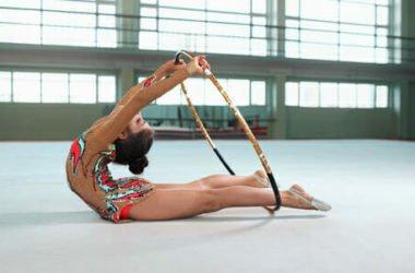 Tutto sulla ginnastica ritmica: come nasce, le sue regole, le varie specialità e i benefici per corpo e mente