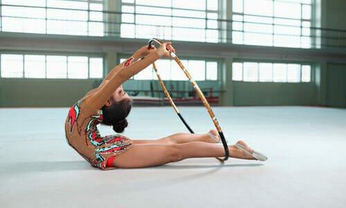 Photo of Tutto sulla ginnastica ritmica: come nasce, le sue regole, le varie specialità e i benefici per corpo e mente