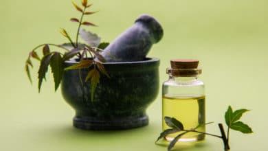 Photo of Quello che c'è da sapere sull'olio di Neem: proprietà, benefici, come conservarlo, ma anche le controindicazioni