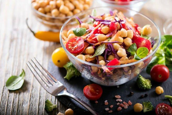 Photo of Quali sono gli alimenti vegani e quali sono i cibi indispensabili per una dieta ricca e completa