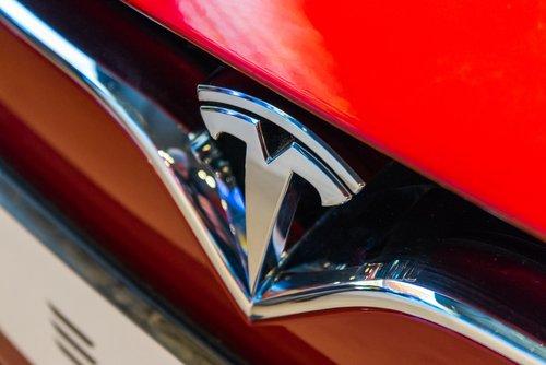 Photo of Tesla: tutto le novità e le auto elettriche più glamour del 2019