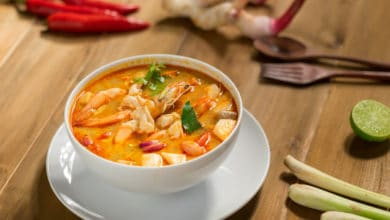 Photo of Un piatto per tutte le stagioni: la zuppa thailandese al latte di cocco e citronella, o Tom Yum Goong