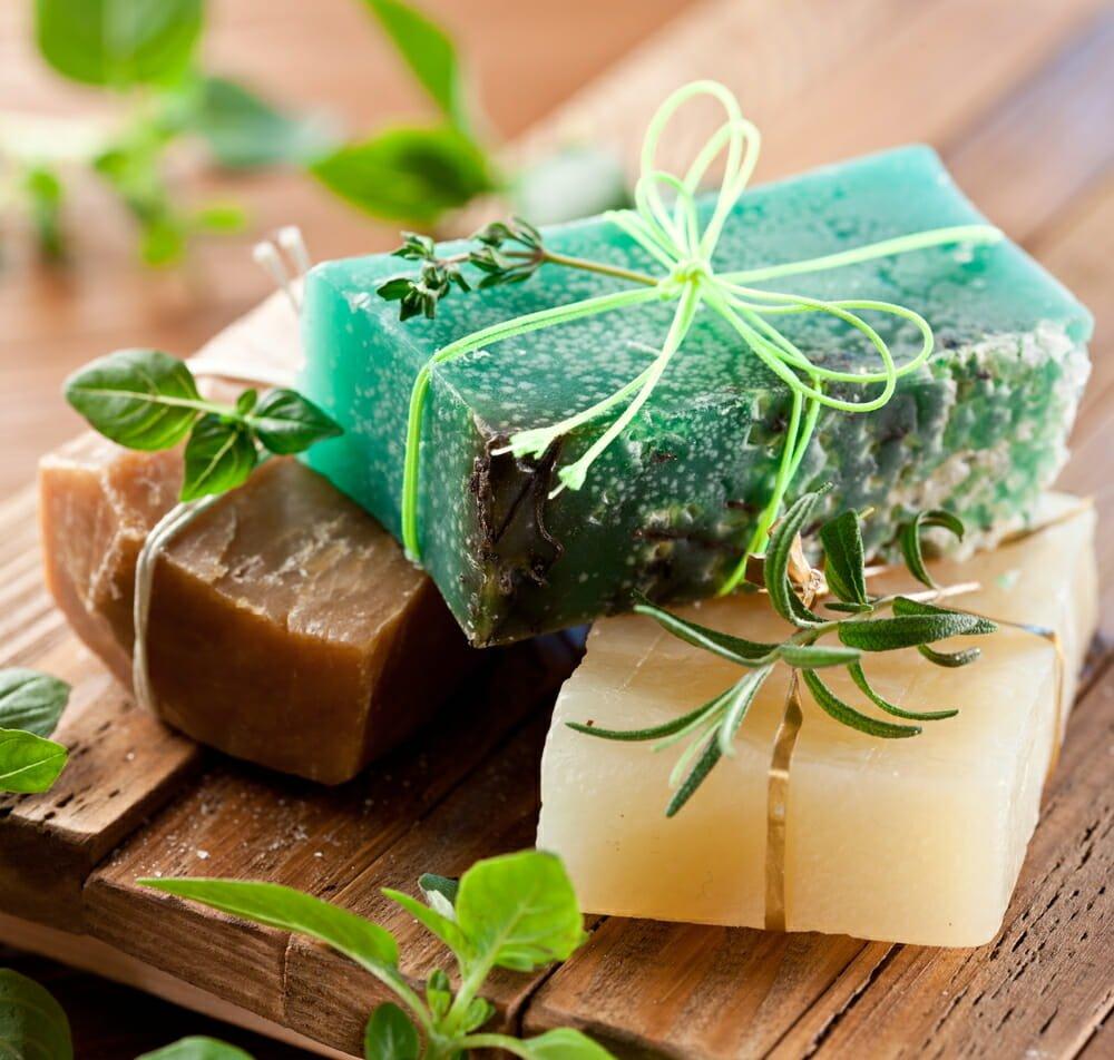 Photo of La guida completa per fare il sapone in casa con il metodo a freddo: ingredienti, procedimento, accorgimenti