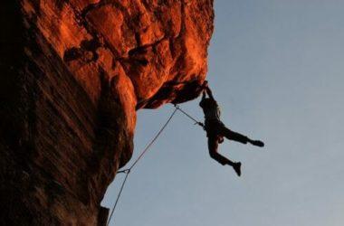 Tutti pazzi per il free climbing o l'arrampicata sportiva: ecco cosa c'è da sapere per approcciare questa disciplina