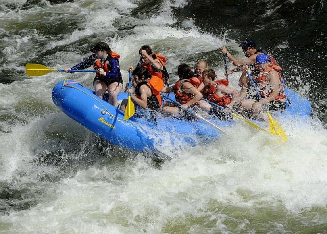 Photo of Rafting, tutto quello che dovete sapere di uno sport che non è poi così pericoloso