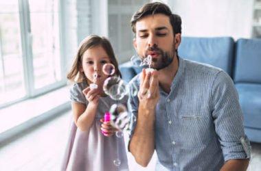 Un gioco per tutta la famiglia: ecco come fare le bolle di sapone in casa per i bambini