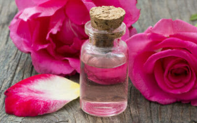 Acqua di rose: distillato prezioso per pelle e capelli