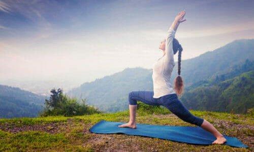 Photo of Yoga vinyasa: tutte le posture, le caratteristiche ed i benefici