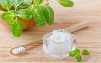 Provare un dentifricio fatto in casa: ecco la ricetta semplice di un dentifricio in polvere