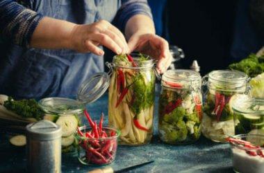 Tutte le virtù dei sottaceti: un metodo di conservazione di ortaggi e verdure da riscoprire